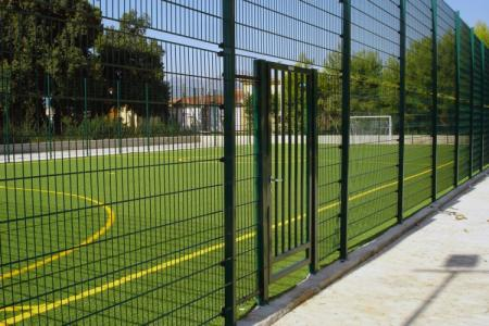 "Fencing ""Five-a-side pitch"" with galvanized wire mesh"